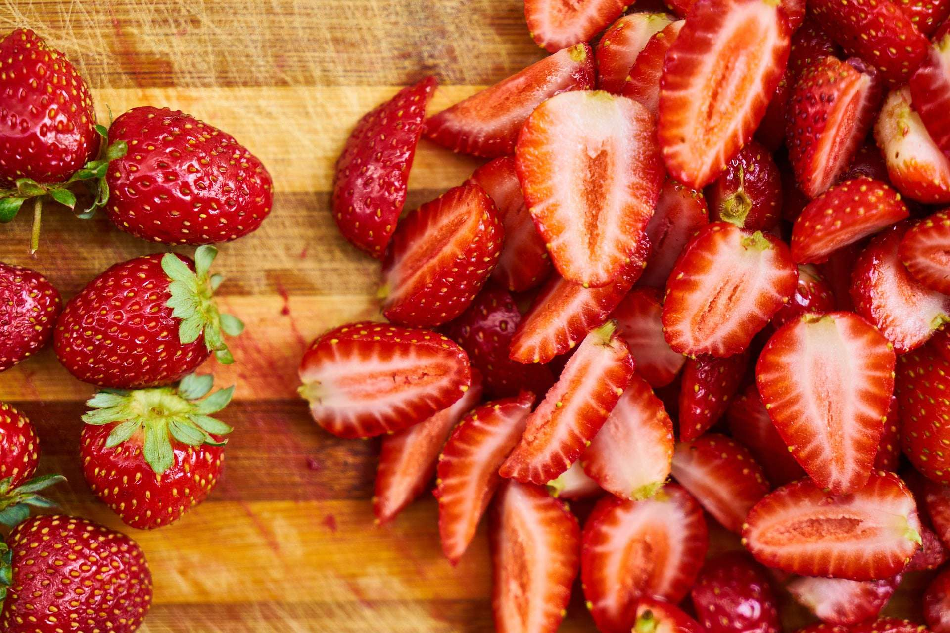How to calculate net carbs on the keto diet - strawberries